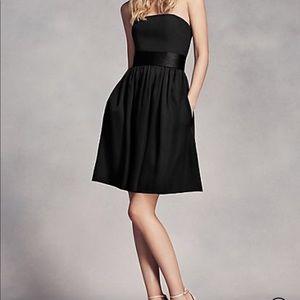 〰️White by Vera Wang black dress〰️